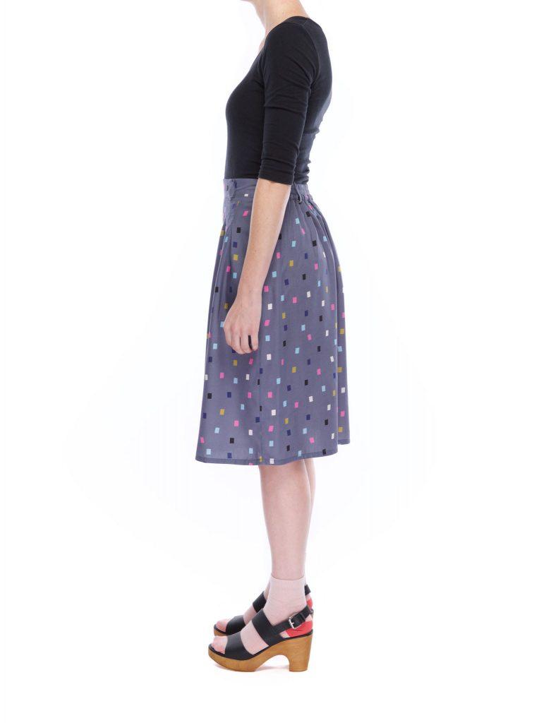 pleat_skirt_blocks_side