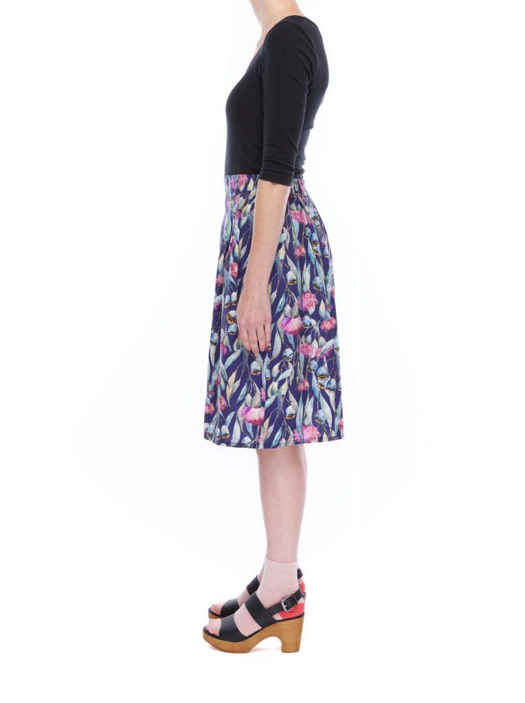 pleat_skirt_gum_flower_side